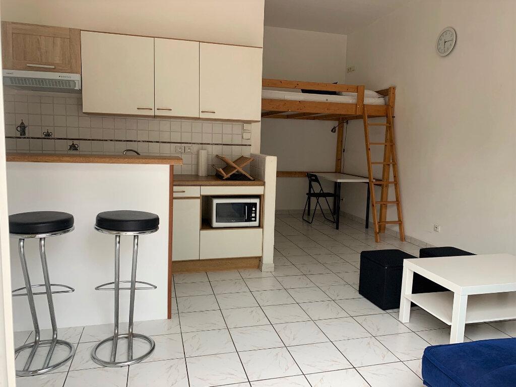 Appartement à louer 1 24m2 à Massy vignette-1