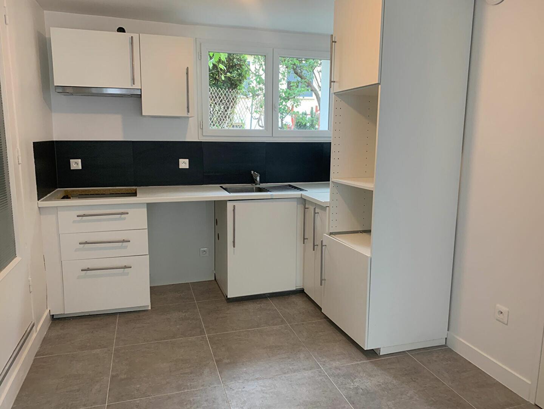 Appartement à louer 3 51.94m2 à Massy vignette-1