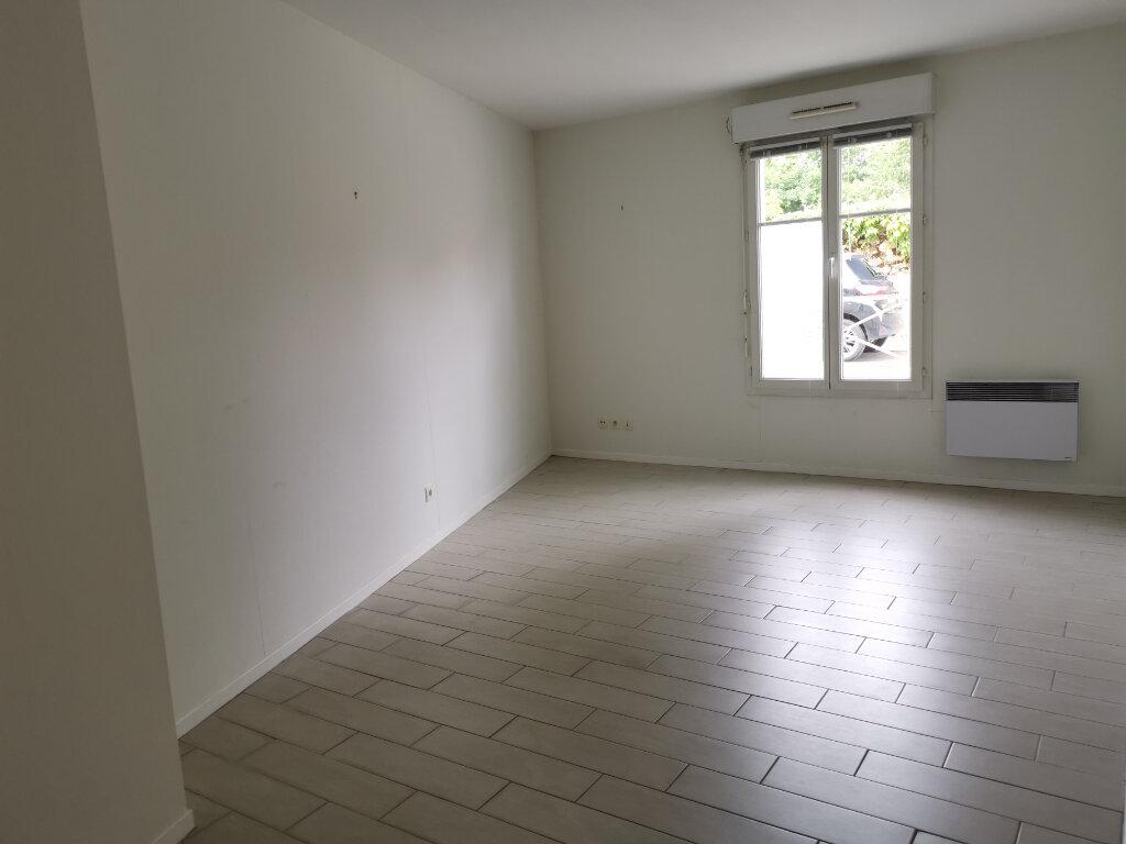 Appartement à louer 2 45.8m2 à Massy vignette-2
