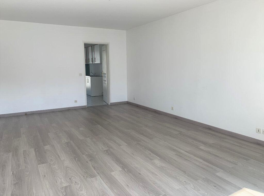 Appartement à louer 3 71.21m2 à Massy vignette-1