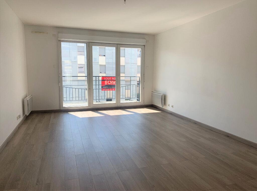 Appartement à louer 3 71.21m2 à Massy vignette-2