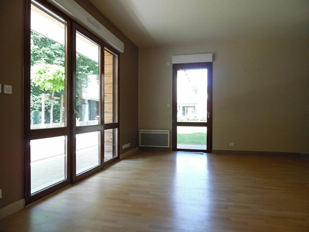 Appartement à louer 3 73.8m2 à Crosne vignette-1