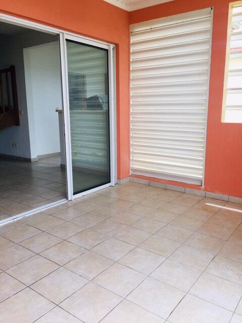 Appartement à louer 4 86m2 à Sainte-Anne vignette-2