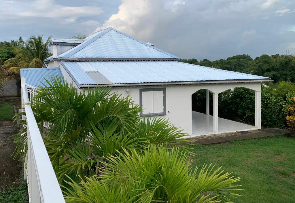 Maison à louer 5 120m2 à Baie-Mahault vignette-1