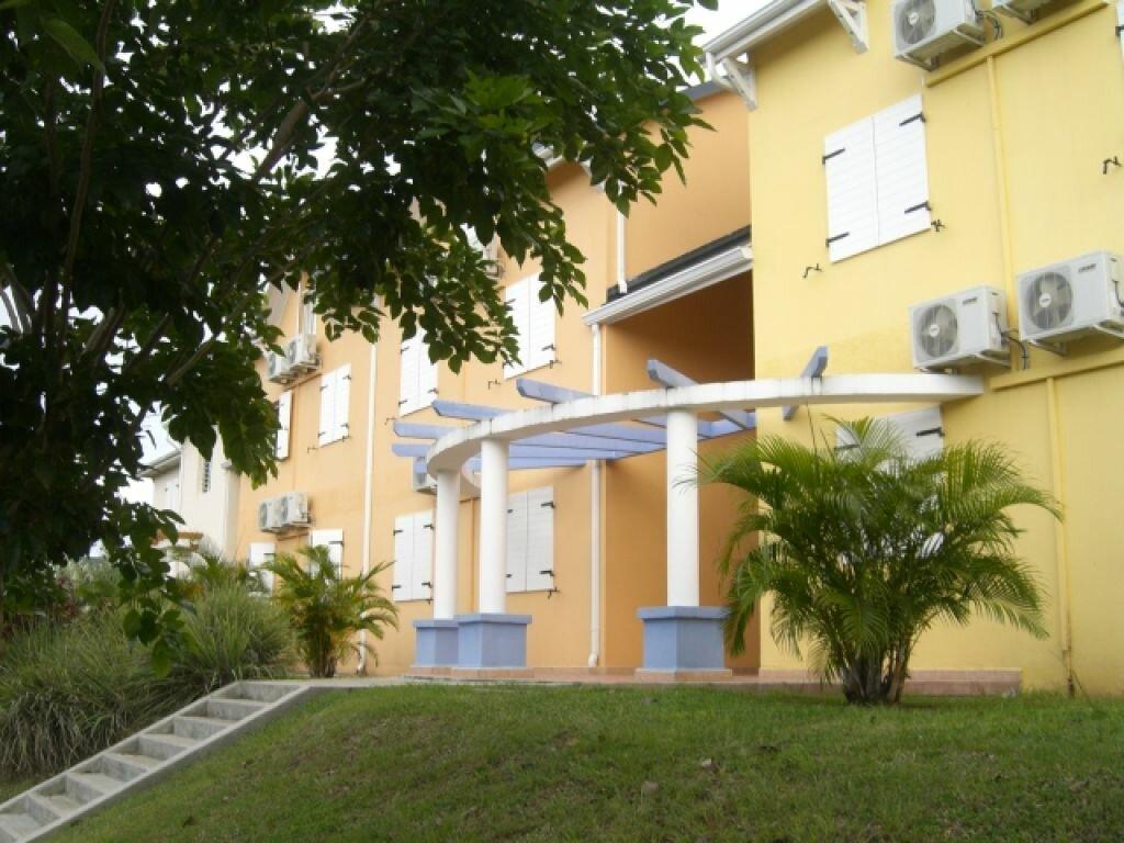 Appartement à louer 4 82.78m2 à L'Hermitage vignette-2