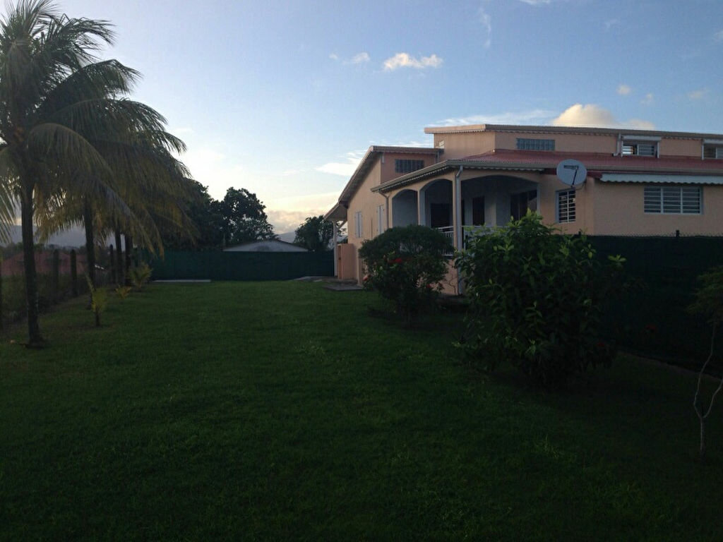 Maison à louer 3 92m2 à Baie-Mahault vignette-2