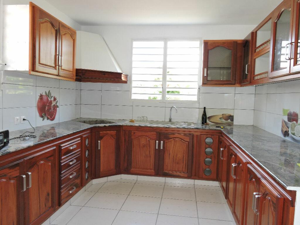 Maison à louer 5 120m2 à Lamentin vignette-4