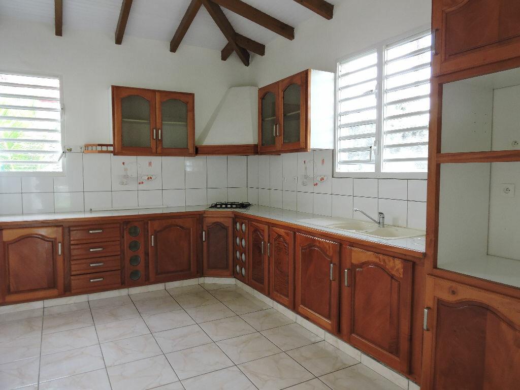 Maison à louer 4 90m2 à Lamentin vignette-3