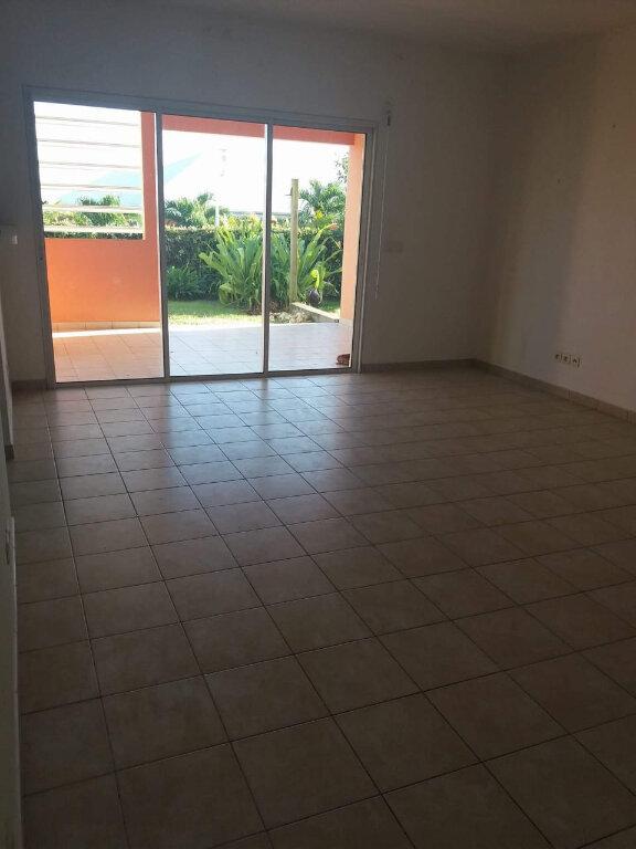 Appartement à louer 3 67.19m2 à Sainte-Anne vignette-1