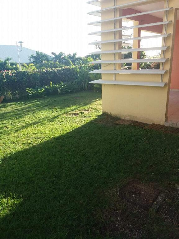 Appartement à louer 3 67.19m2 à Sainte-Anne vignette-2