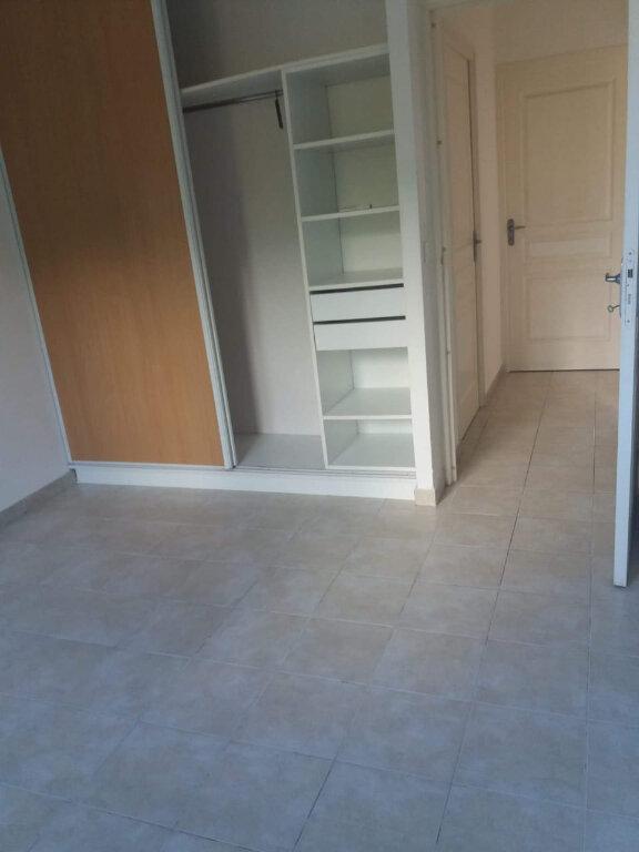 Appartement à louer 3 67.19m2 à Sainte-Anne vignette-3