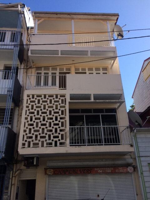 Immeuble à vendre 0 150m2 à Pointe-à-Pitre vignette-1