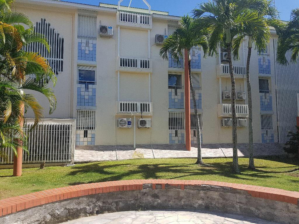 Appartement à louer 3 62m2 à Le Gosier vignette-1