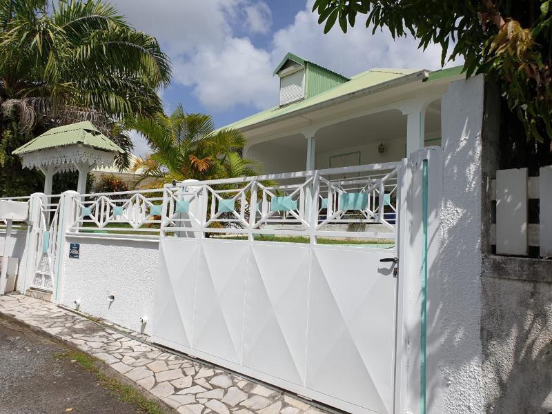 Maison à vendre 5 107.86m2 à Baie-Mahault vignette-1