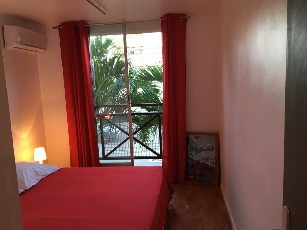 Appartement à louer 3 100m2 à Pointe-à-Pitre vignette-11