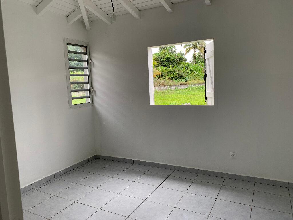 Maison à louer 4 69.18m2 à Lamentin vignette-4