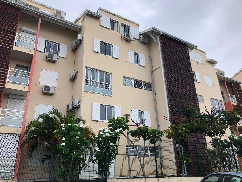 Appartement à louer 3 60.8m2 à Le Gosier vignette-1