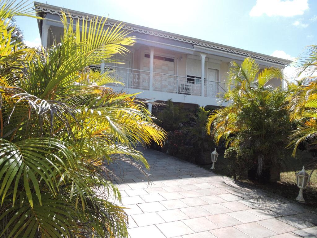 Maison à louer 5 209.23m2 à Baie-Mahault vignette-1