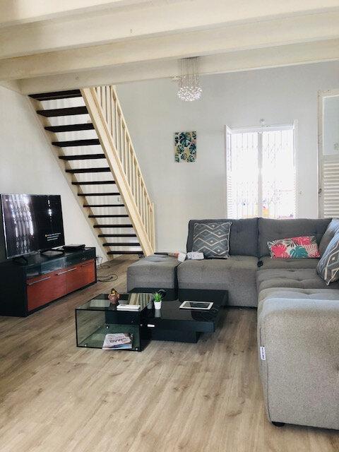 Maison à louer 5 136.18m2 à Baie-Mahault vignette-3