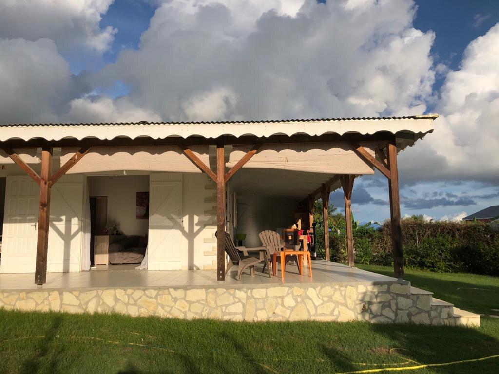 Maison à louer 4 165m2 à Sainte-Anne vignette-4