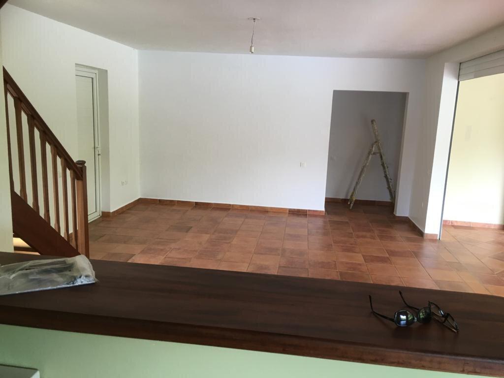 Maison à louer 4 180m2 à Petit-Bourg vignette-2
