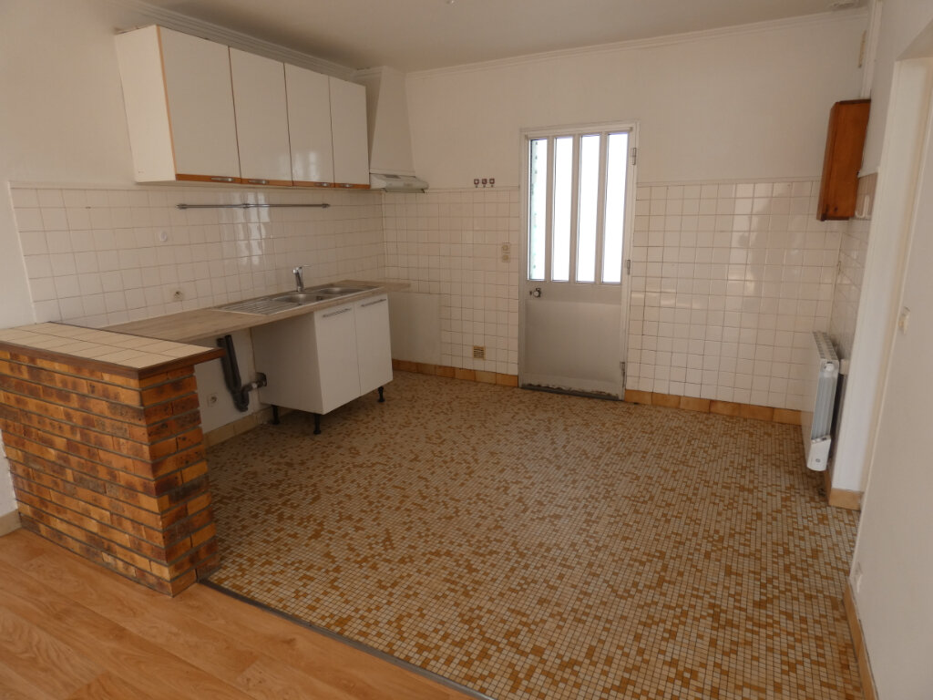 Appartement à louer 3 48m2 à Ormesson-sur-Marne vignette-1