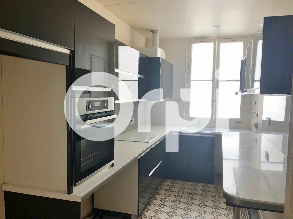 Appartement à louer 6 120.69m2 à Versailles vignette-3
