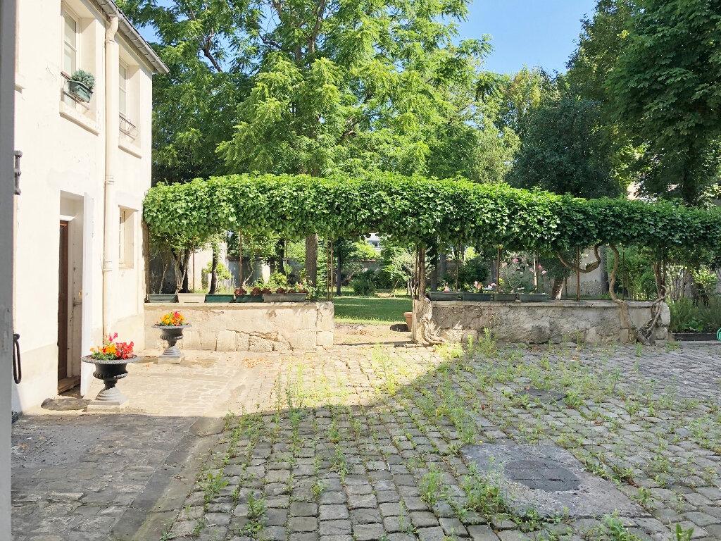 Appartement à louer 4 112.94m2 à Versailles vignette-2