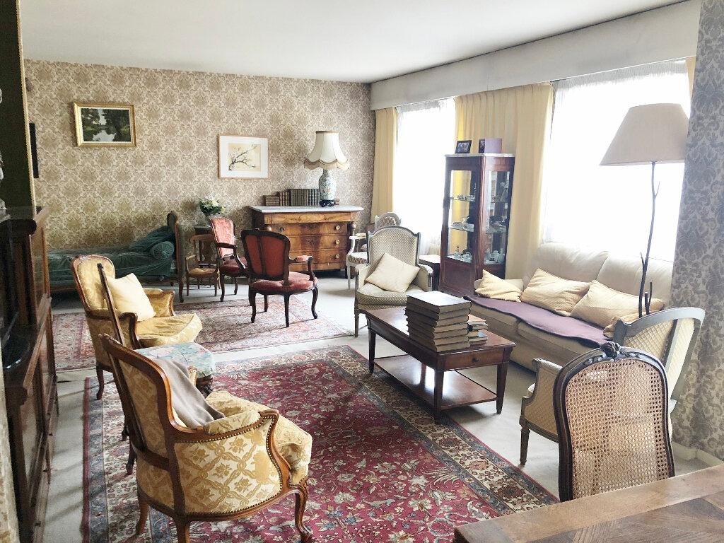 Appartement à vendre 5 104.03m2 à Versailles vignette-2