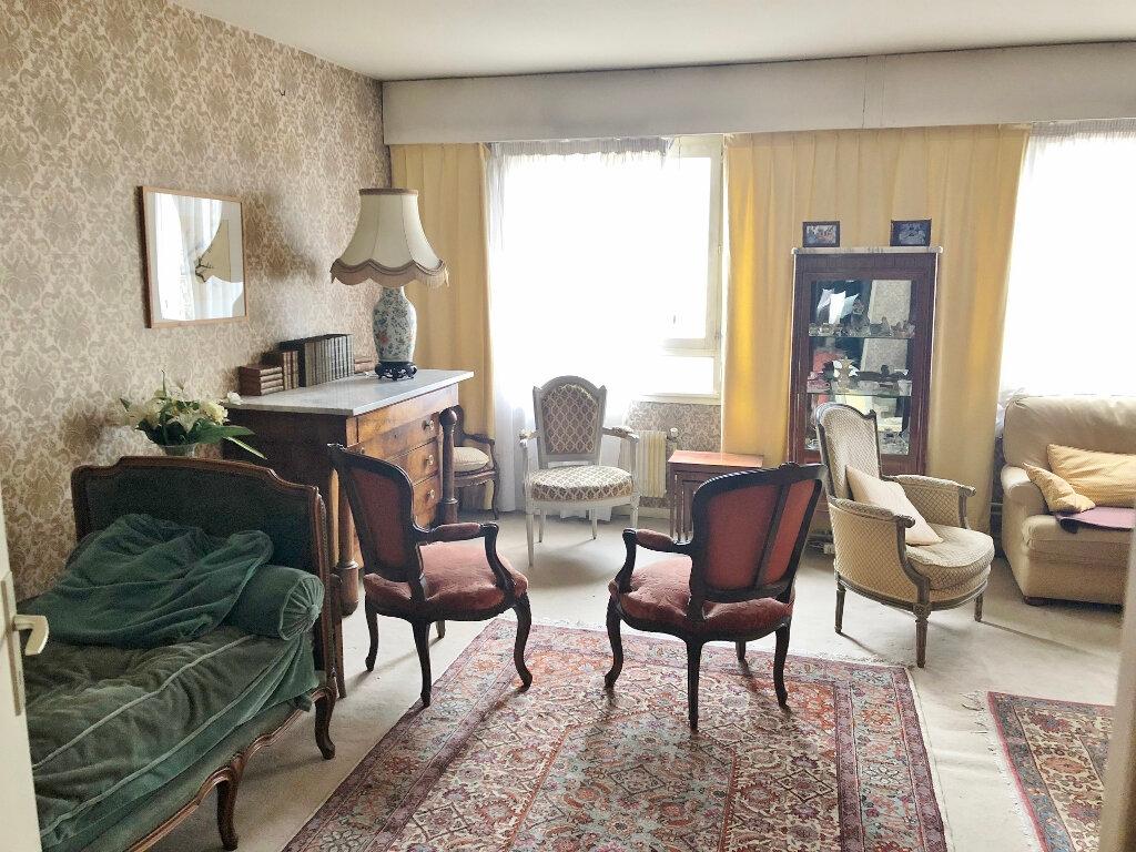Appartement à vendre 5 104.03m2 à Versailles vignette-3