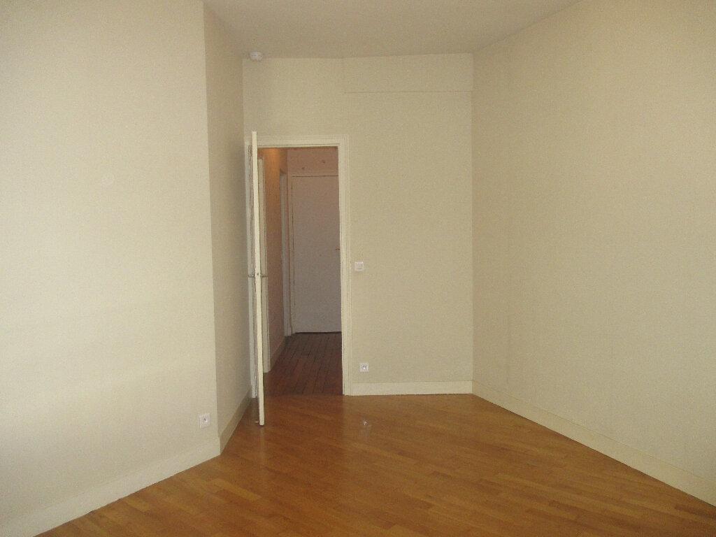 Appartement à louer 2 33m2 à Gentilly vignette-2