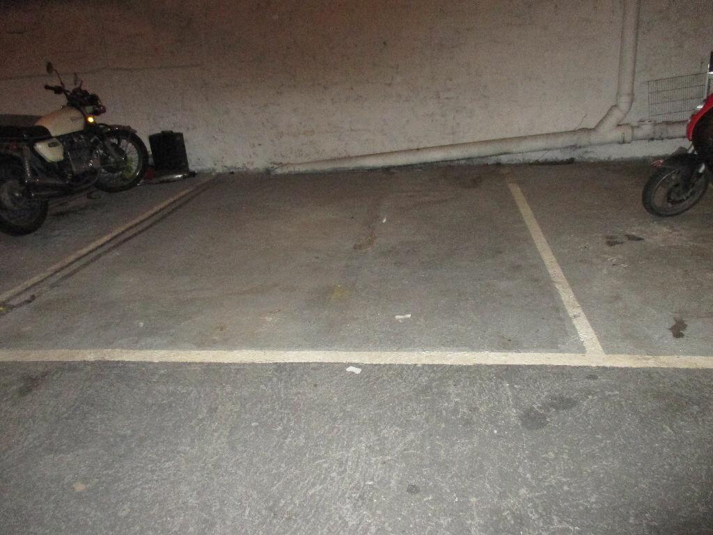 Stationnement à louer 0 0m2 à Arcueil vignette-2