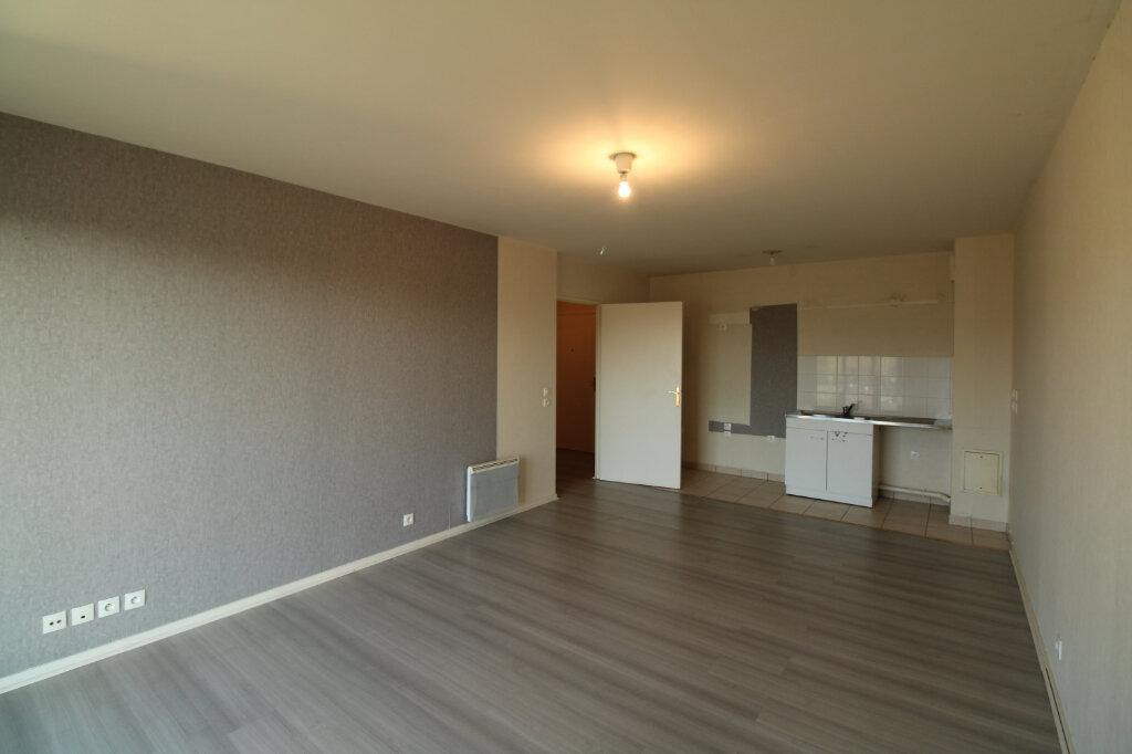 Appartement à louer 3 60.85m2 à Mantes-la-Jolie vignette-1