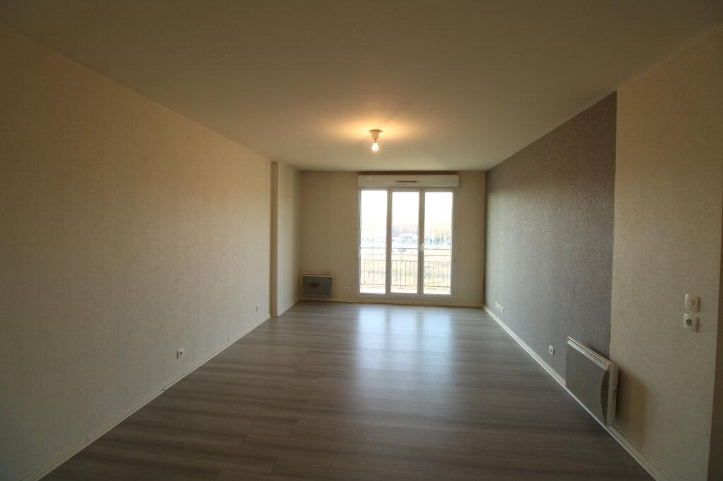 Appartement à louer 3 60.85m2 à Mantes-la-Jolie vignette-2