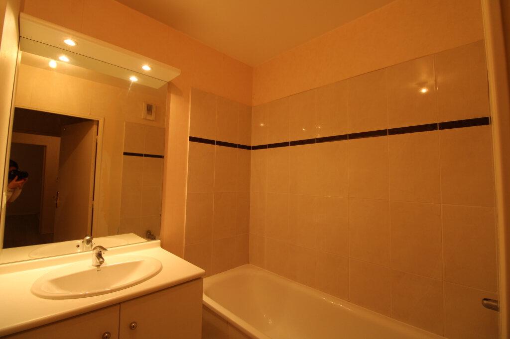 Appartement à louer 3 60.85m2 à Mantes-la-Jolie vignette-5