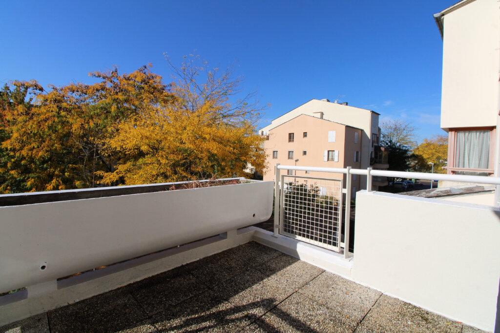 Appartement à vendre 3 70.23m2 à Mantes-la-Jolie vignette-1