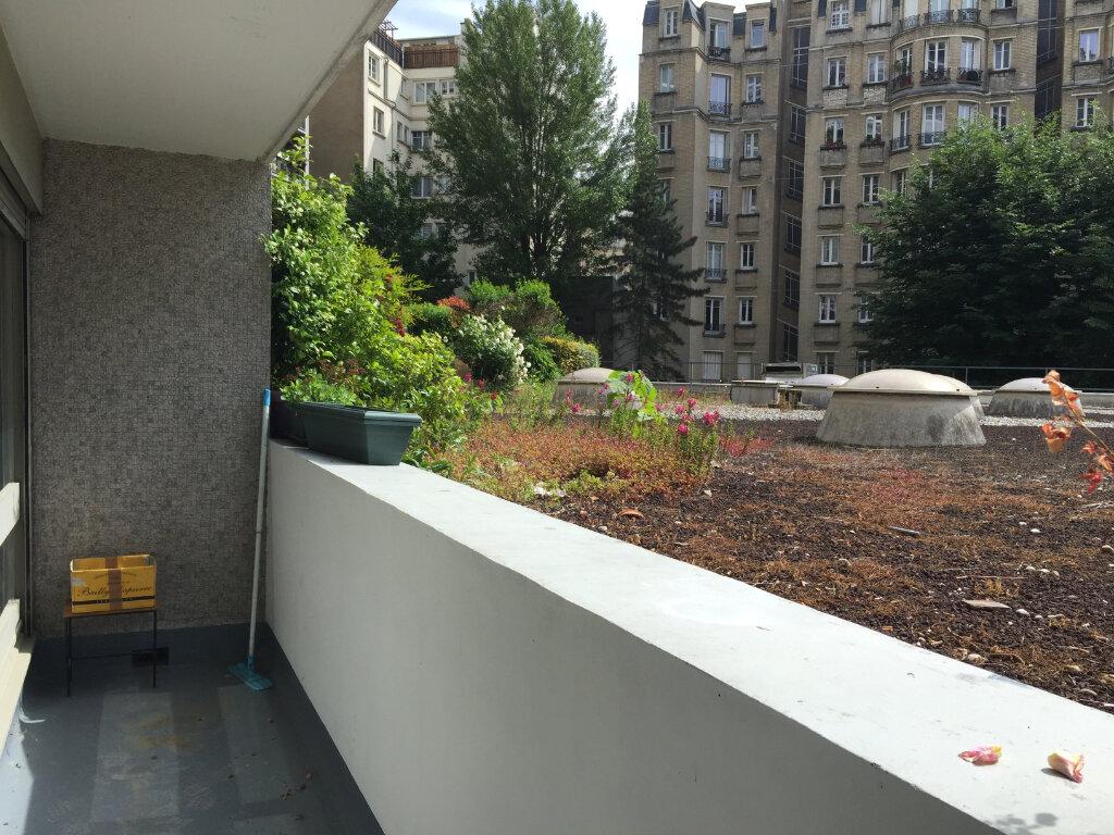 Appartement à louer 1 35.8m2 à Paris 18 vignette-1