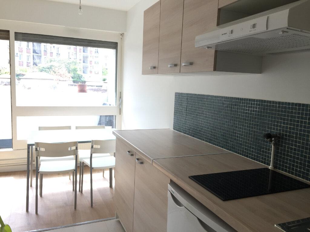 Appartement à louer 1 35.8m2 à Paris 18 vignette-4