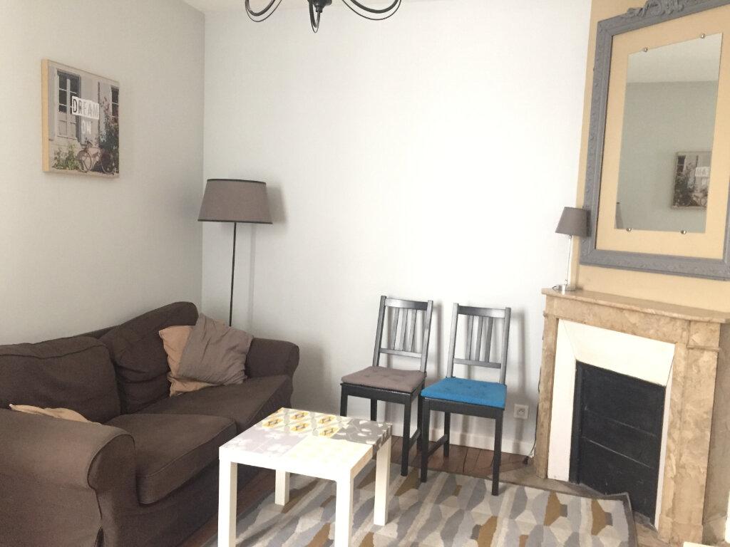 Appartement à louer 3 54m2 à Paris 17 vignette-1