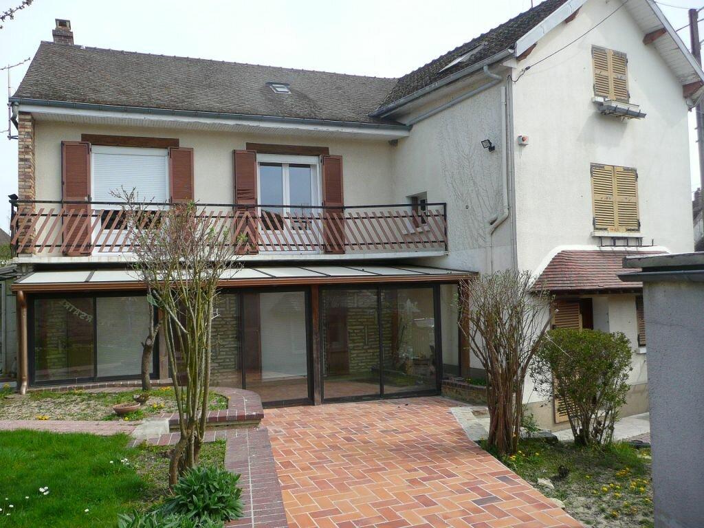 Maison à louer 5 209m2 à Boissy-le-Châtel vignette-1