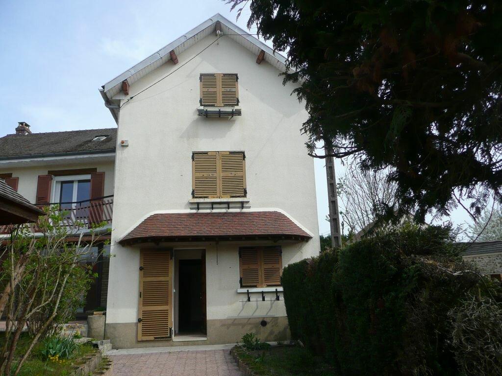 Maison à louer 5 209m2 à Boissy-le-Châtel vignette-2