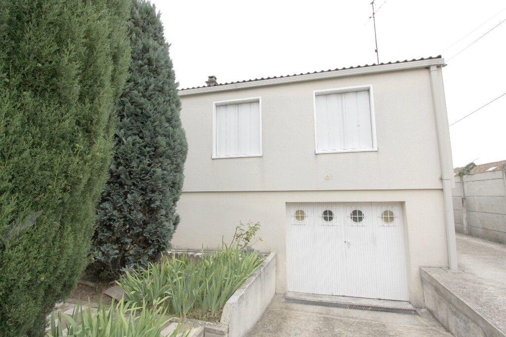 Appartement à louer 2 30m2 à Les Mureaux vignette-1