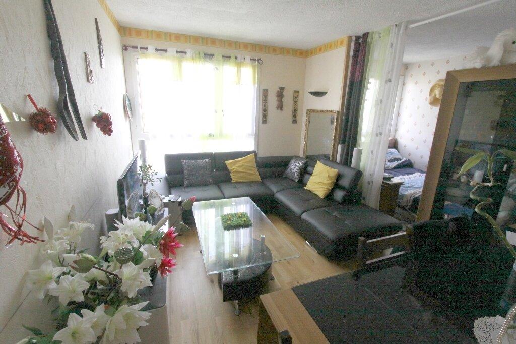 Appartement à vendre 3 54.37m2 à Les Mureaux vignette-2