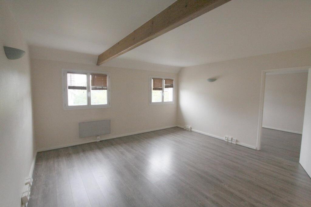 Appartement à louer 2 42.17m2 à Les Mureaux vignette-1