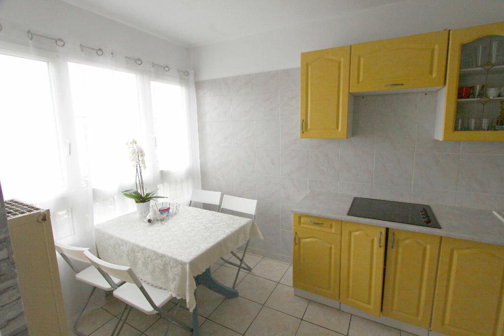 Appartement à vendre 4 73.02m2 à Les Mureaux vignette-2