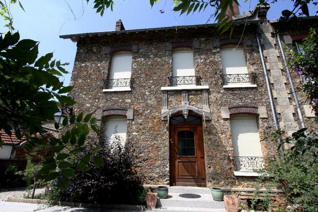 Maison à vendre 8 175m2 à Les Mureaux vignette-1