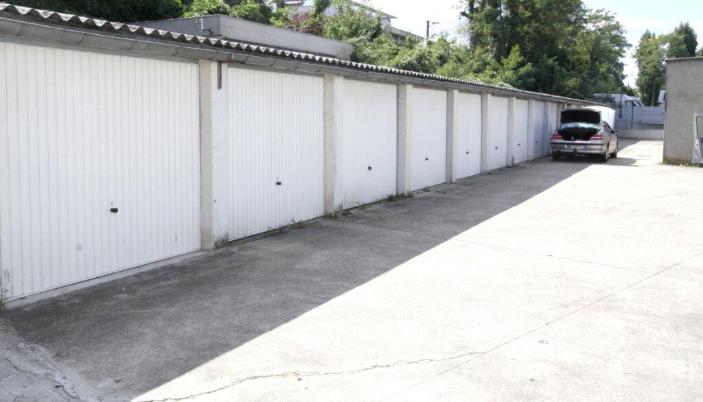Stationnement à louer 0 0m2 à Les Mureaux vignette-3