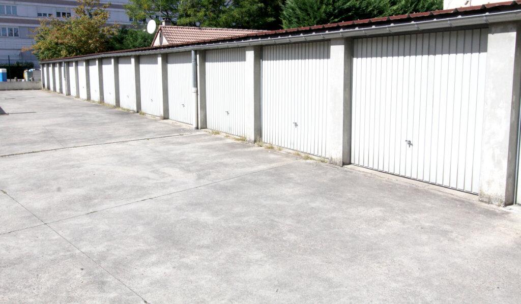 Stationnement à louer 0 0m2 à Les Mureaux vignette-4