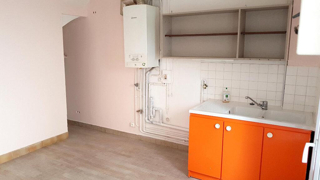 Appartement à louer 2 30.06m2 à Les Mureaux vignette-1