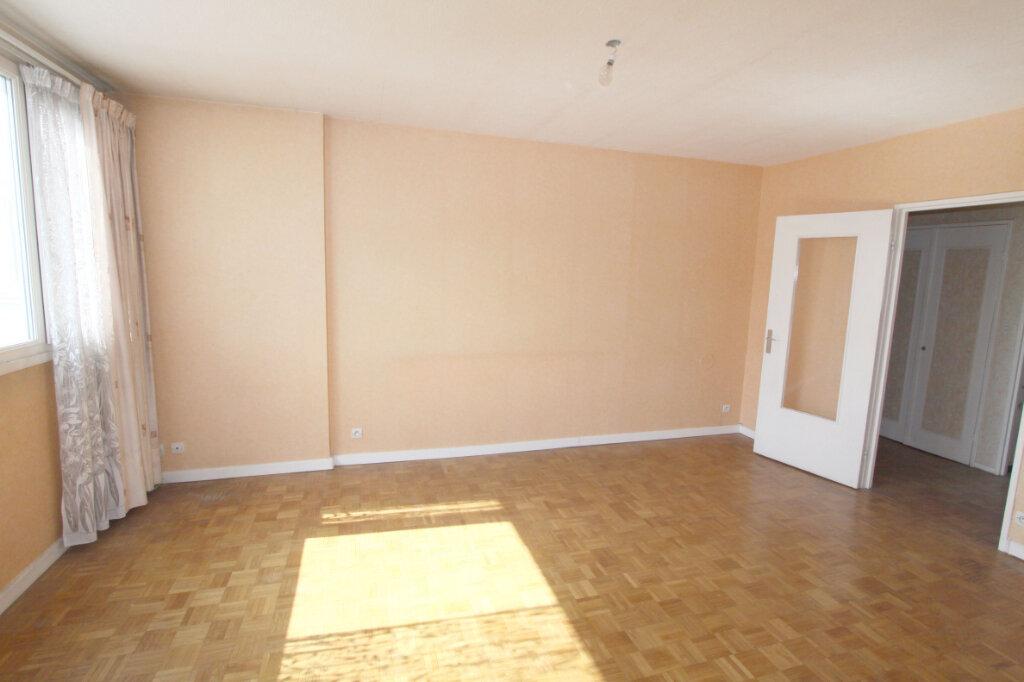 Appartement à vendre 5 95.29m2 à Les Mureaux vignette-2